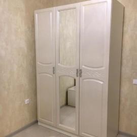 Шкаф 3-х. дв. арт.2.2.3 с зеркалом МДФ глянец жемчуг/ЛДСП белый 1350х570хh2100мм